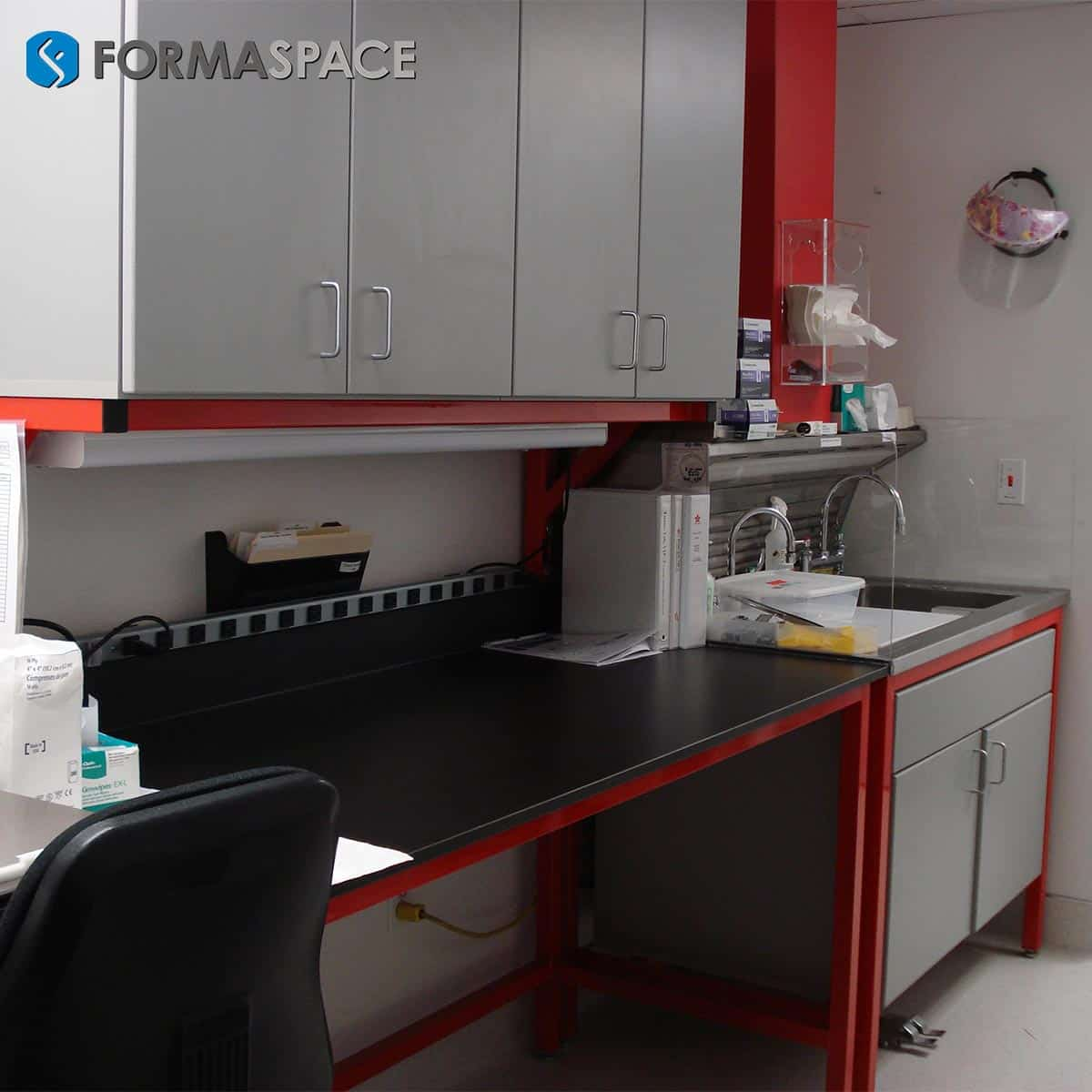 Modular Wet Lab Benches with Cabinetry