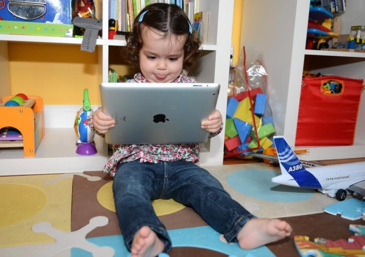 kids with an ipad